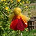 Tulipán tündér, Festett gyapjúból, tűnemezeléssel készítette...