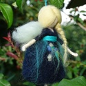Virágtündér, Festett gyapjúból, tűnemezeléssel készítette...