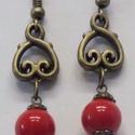 Piros gyöngyös  fülbevaló, Ékszer, Fülbevaló, Piros gyöngyös  fülbevaló, antikolt szerelékekkel. Kb:3 cm, Meska