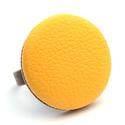Citromsárga textilbőr gyűrű, Ékszer, Gyűrű, Találd meg a textilbőrök között a Hozzád illő árnyalatot! :)  A gomb átmérője 25 mm, a gyűrű sárgaré..., Meska