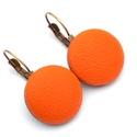 Narancs textilbőr fülbevaló, Ékszer, Fülbevaló, Találd meg a textilbőrök között a Hozzád illő árnyalatot! :)  A gombok átmérője 20 mm, sárgaréz szín..., Meska