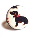 Tacskós gyűrű, Ékszer, Gyűrű, Cuki kis tacskó, gyűrűként. :)  A gomb átmérője 25 mm, a gyűrű sárgaréz színű, nikkelmentes, mérete ..., Meska