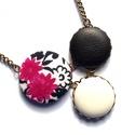 Indás pink virágos nyaklánc, Ékszer, óra, Nyaklánc, Ékszerkészítés, Ennek a nyakláncnak a medál részét három kapcsolt gomb alkotja, melyek színben és mintában harmoniz..., Meska