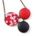 Cseresznyevirágos nyaklánc - piros, Ékszer, Nyaklánc, Bájos kis cseresznyevirágos nyaklánc, melynek a medál részét három kapcsolt gomb alkotja, ami..., Meska
