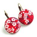 Cseresznyevirágos kapcsos fülbevaló - piros, Ékszer, Fülbevaló, Ékszerkészítés, Az egyik kedvenc virágmintás Liberty of London textilemmel készítettem ezt a fülbevalót, apró csere..., Meska
