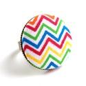 Cikcakkos gyűrű, Ékszer, óra, Gyűrű, Vidám cikcakk mintás színes gyűrű, ami mindig feldobja a kedved!  A gomb átmérője 25 mm, a g..., Meska