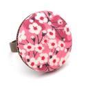 Cseresznyevirágos gyűrű, Ékszer, Gyűrű, Gyönyörű cseresznyevirágos gyűrű a kifinomult, nőies darabok kedvelőinek.   A gomb átmérője 25 mm, a..., Meska