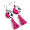 Indás bojtos fülbevaló , Ékszer, Fülbevaló, Szépséges fekete-fehér indás, pink virágos textillel készítettem ezt a fülbevalót, színben harmonizá..., Meska