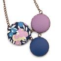 Kék bogyós nyaklánc, Ékszer, Nyaklánc, Ennek a nyakláncnak a medál részét három kapcsolt gomb alkotja, melyek színben és mintában harmonizá..., Meska