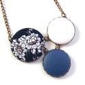 Kék virágos nyaklánc, Ékszer, Nyaklánc, Kék alapon virágos nyaklánc, melynek a medál részét három kapcsolt gomb alkotja, amik színbe..., Meska