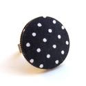 Fekete-fehér pöttyös gyűrű, Ékszer, Gyűrű, Fekete-fehér pöttyös gyűrű, ami garantáltan mosolyt csal az arcodra. :)  A gomb átmérője 25 mm, a gy..., Meska