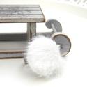 Fehér szőrös gyűrű, Ékszer, Fülbevaló, A tél varázslatos hangulatához illő, fehér szőrös gyűrűt készítettem.  A gomb átmérője 25 mm, a gyűr..., Meska