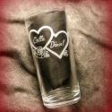 Szíves-gravírozott pohár, Férfiaknak, Konyhafelszerelés, Bögre, csésze, Mindenmás, Üvegművészet, 2,5 dl-es pohárra gravíroztam a mintát. 2 szív foglalja magában a pár nevét, a szívek mellett egy s..., Meska