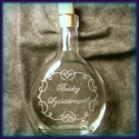 Gravírozott palack , Férfiaknak, Konyhafelszerelés, Sör, bor, pálinka, Üvegművészet, 200 ml-es üveg dugóval. Kézzel gravíroztam a mintát. A Boldog születésnapot felirat helyett más 2-3..., Meska
