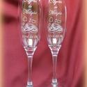Eljegyzés, esküvő- pezsgős pohár, Esküvő, Konyhafelszerelés, Bögre, csésze, Nászajándék, Mindenmás, Üvegművészet, Pezsgős pohárra készült minta. Esküvőre, eljegyzésre szép ajándék lehet. A kiírt ár 1 párra  vonatk..., Meska