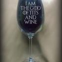 Game of Thrones - gravírozott borospohár, Férfiaknak, Konyhafelszerelés, Sör, bor, pálinka, Mindenmás, Gravírozott borospohár, a Trónok harca című sorozathoz kötődő  felirattal.  (21 cm magas pohár)    ..., Meska