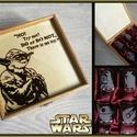 Star Wars-os pálinkás szett/Yoda/, Konyhafelszerelés, Férfiaknak, Sör, bor, pálinka, Bögre, csésze, 6 darabos gravírozott felespohár készlet, fa dobozban. A doboz pirográffal díszítve, lakkozva van.  ..., Meska