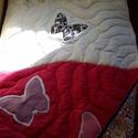 Pillangó / Lepke applikációs takaró, Otthon, lakberendezés, Baba-mama-gyerek, Lakástextil, Takaró, ágytakaró, Patchwork, foltvarrás, Kiváló minőségű pamutból készült, egyedi kérésre ez a pillangókkal mintázott lány takaró. Hátlapja ..., Meska
