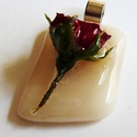 Rózsa medál (4), Valódi rózsabimbót foglaltam üvegbe, üveglakk...