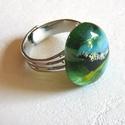 Zöld és kék  gyűrű, Ékszer, Gyűrű, Egyszerűségében szép ez a gyűrű. zöldes dichroic és bulsayművészüvegből készült. Mérete:1,5x1,8 cm. ..., Meska