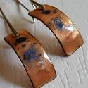 Tűzzománc füli, Ékszer, Fülbevaló, Vörösrézből készítettem ezt az egyedi, szolid ,kék frittel megszórt fülbevalót. Mérete 1cmx2,5 cm (t..., Meska
