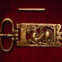 Griffes bronz zsanéros övcsat, Férfiaknak, Ruha, divat, cipő, Öv, Öv, övcsat, Növényi ornamenssel és griffel díszített bronzból öntött egyedi övcsat. 38-40mm-es övszél..., Meska