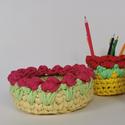 Színes virágos kosár és ceruzatartó, Otthon & Lakás, Dekoráció, Horgolás, A horgolt színes virágos kosár és ceruzatartó szettben kapható. Pólófonalból készült, ideális dekor..., Meska