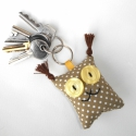 Barna pöttyös Hiúz kulcstartó, Mindenmás, Kulcstartó, Uhu egyik kedves barátja a barna pöttyös Hiúz, őt ábrázolja ez a textil kulcstartó.   A mérete kb. 5..., Meska