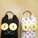 Szerelmes cicák - 2db textil kulcstartó egy csomagban, Mindenmás, Férfiaknak, Kulcstartó, Egy fehér pöttyös és egy fekete cica egy csomagban, pároknak, szerelmeseknek, örök barátoknak kiváló..., Meska
