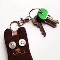 Barna bársony mackó kulcstartó, Mindenmás, Kulcstartó, Uhu új barátja egy barna kordbársony mackó, aki akkor is hűen őrzi a kulcsodat, ha éppen tél..., Meska