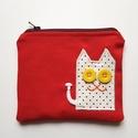 Piros neszesszer fehér pöttyös cicával, Táska, Neszesszer, Te sem találsz soha semmit a táskádban? Az apróbb tárgyakat garantáltan biztos helyen tudhatod ebben..., Meska