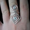 Gyöngy nélküli gyűrű, Ékszer, óra, Gyűrű,  Ezüstözött huzalból kézzel hajlított gyűrű. Méretre készítem!, Meska