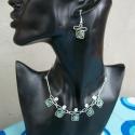 Zöld miracle üveggyöngyös ékszerszett, Ékszer, Képzőművészet, Ezüst drótból hajlított  ékszerszett  zöld különleges selyemfényű miracle üveggyönggyel. Más színben..., Meska