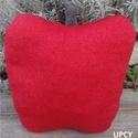 Piros alma dekorációs formapárna, Otthon, lakberendezés, Dekoráció, Lakástextil, Párna, Újrahasznosított alapanyagból készült termékek, Varrás, A legklasszikusabb szín, feldobva azzal, hogy gyönyörűen csillogó aranyszálakkal van átszőve. Álom-..., Meska