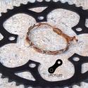 Kerékpár láncból készült karkötő, világosbarna, Ékszer, óra, Férfiaknak, Karkötő, Bringás kiegészítők, Ékszerkészítés, Újrahasznosított alapanyagból készült termékek, Barna karkötő újrahasznosított ezüst színű kerékpár láncból  Anyaga: fém kerékpár lánc és viaszolt ..., Meska