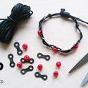 Kerékpár láncból készült karkötő piros fagyönggyel, fekete, Ékszer, óra, Férfiaknak, Karkötő, Bringás kiegészítők, Ékszerkészítés, Újrahasznosított alapanyagból készült termékek, Fekete karkötő újrahasznosított fekete színű kerékpár láncból piros fagyönggyel  Anyaga: fém kerékp..., Meska