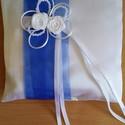 Kék a fehérben, Esküvő, Gyűrűpárna, Varrás, Szaténselyemből készült gyűrűpárna. Méret 20x20 cm. Díszítésként szaténszalagból készítettem rózsát..., Meska