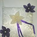 Lila, Esküvő, Gyűrűpárna, Bézs selyem gyűrűpárna, lila és bézs organza virágdísszítéssel., Meska