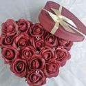 Bordó szív rózsadoboz (18 szál), Szerelmeseknek, Otthon, lakberendezés, Dekoráció, Asztaldísz, Virágkötés, Szív küldi szívnek szívesen! Élethű bordó habrózsákból állítottam össze ezt a szív alakú rózsadoboz..., Meska
