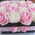 Ajándékozz rózsadobozt! (16 szál), Dekoráció, Otthon, lakberendezés, Asztaldísz, Dísz, Virágkötés, Bájos rózsadoboz készült fehér és rózsaszín habrózsákból. Ajándékozd meg vele szeretteidet, barátai..., Meska