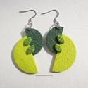 Zöld geometria  -  fülbevaló ékszergyurmából, Süthető gyurmából készítettem a fülbevalót...