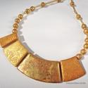 Arany montázs  -  arany színű nyaklánc, nyakék, A nyaklánc középső részét és golyó (8-9 mm...