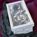 Varrós doboz romantikusoknak, Otthon, lakberendezés, Tárolóeszköz, Doboz, Decoupage, transzfer és szalvétatechnika, Rétegelt lemezből készült varrós doboz, mérete kb. 29x16x14 cm. Alkalmas gombok, cérnák, szalagok, ..., Meska