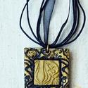 Fekete-arany elegáns ékszergyurma lánc, Ékszer, Ékszerszett, Elegáns, de nem hivalkodó ékszergyurma medált készítettem, melynek mérete 3,5x3,5 cm, fekete organza..., Meska