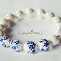 Kék virágos karkötő, Ékszer, Karkötő, Kék virágos és egyszínű fehér porcelán gyöngyökből raktam össze ezt az egyszerű, letisztult karkötőt..., Meska