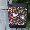 Népmesés válltáska, oldaltáska, Táska, Válltáska, oldaltáska, Laptoptáska, Tarisznya, Varrás, Amerikai patchwork vászonból és fekete textilbőrből készítettem ezt a táskát. A táska hátulja feket..., Meska