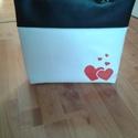 Romantikus műbőr textilbőr szív love táska, Táska, Válltáska, oldaltáska, Varrás, Romantikus táskát készítettem, hogy feldobd vele az őszi hangulatod.  A táska méretei: 35x32x6, pán..., Meska