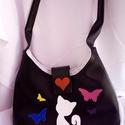 Cica macska pillangó műbőr táska, Táska, Válltáska, oldaltáska, Varrás, Cicával és pillangóval díszítettem ezt a műbőr táskát. Belsejében cipzárral záródik.  Méretei 35x24..., Meska