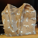 Cicás pamutvászon táska, Táska, Válltáska, oldaltáska, Pamutvászon táska 38x25 cm a legalacsonyabb résznél, pántja 68 cm hosszú. Bézs béléssel és..., Meska