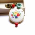 Fehér mező - hosszú nyaklánc, Ékszer, Esküvői csokor, A nyaklánc a következő anyagokból készült:  * fehér virágos kaboson * piros és kék üveggy..., Meska
